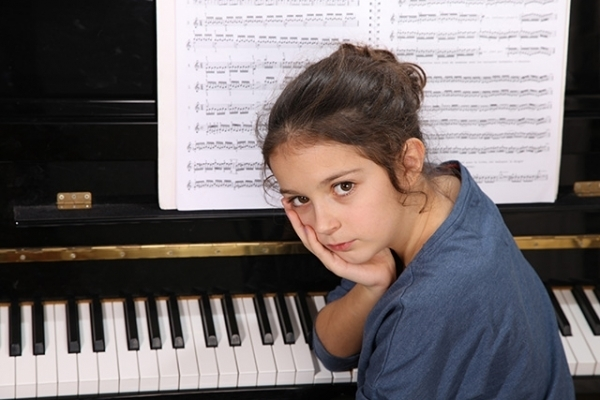 How does piano training fail singers?